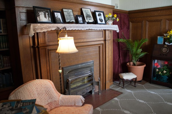 the 1940s living room with photos displayed